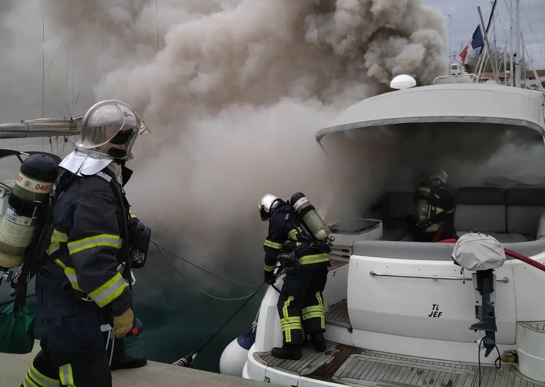 Les pompiers, très rapidement arrivés sur place d'après les témoignages de riverains habitant sur leurs bateaux, sont rapidement parvenu à éteindre l'incendie.