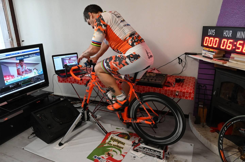 Pascal Pich a établi le record du monde de la plus grande distance parcourue sur un vélo d'appartement (home-trainer).