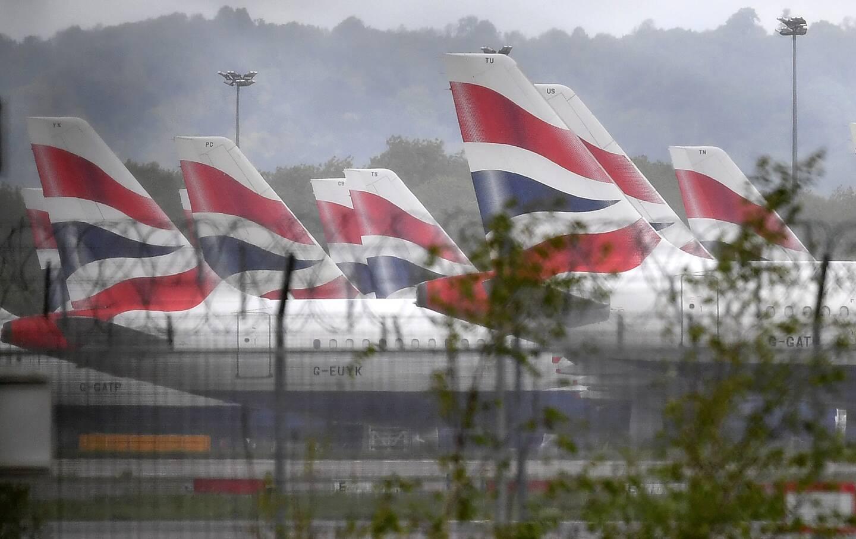 """La France suspend à partir de dimanche minuit (heure de Paris) et pour 48 heures tous les déplacements de personnes en provenance du Royaume-Uni, """"y compris liés aux transports de marchandises, par voie routière, aérienne, maritime ou ferroviaire"""", a indiqué Matignon à l'issue d'un Conseil de défense."""