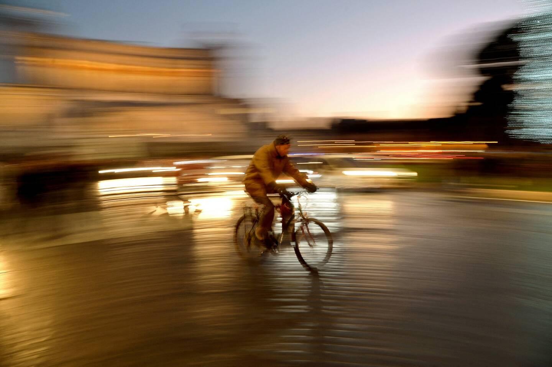 Avec ses sept collines, sa circulation chaotique, ses pavés et ses routes notoirement cahoteuses, Rome n'a jamais été une ville idéale pour les cyclistes, mais avec la pandémie, le vélo se fait peu à peu une place.