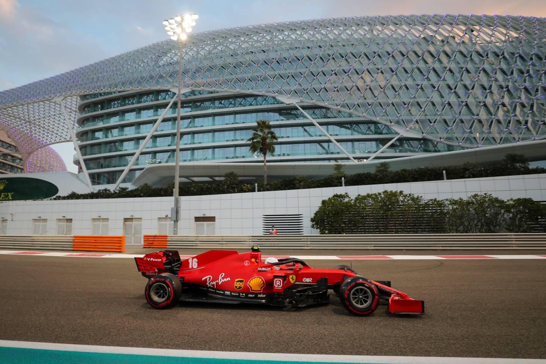 Charles Leclerc et sa Ferrari à Abu Dhabi.