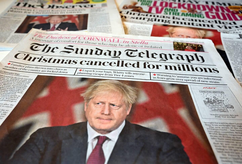 """La découverte d'une nouvelle variante """"hors de contrôle"""" du coronavirus sur le territoire britannique a poussé dimanche de très nombreux pays, dont la France, à suspendre leurs liaisons avec le Royaume-Uni."""