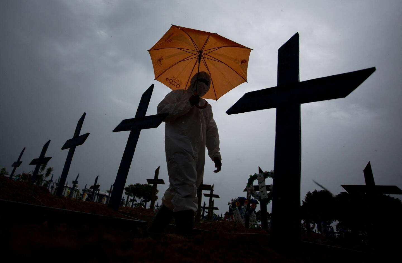 """""""Plus de 1.000 personnes meurent chaque jour au Brésil, c'est comme si cinq avions s'écrasaient. Ceci n'est pas normal, n'est pas banal (...) ceci est une tragédie"""", a déclaré mercredi le gouverneur de Sao Paulo, Joao Doria."""