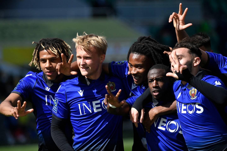 Les Niçois mènent 2-1 à la mi-temps à Nantes.