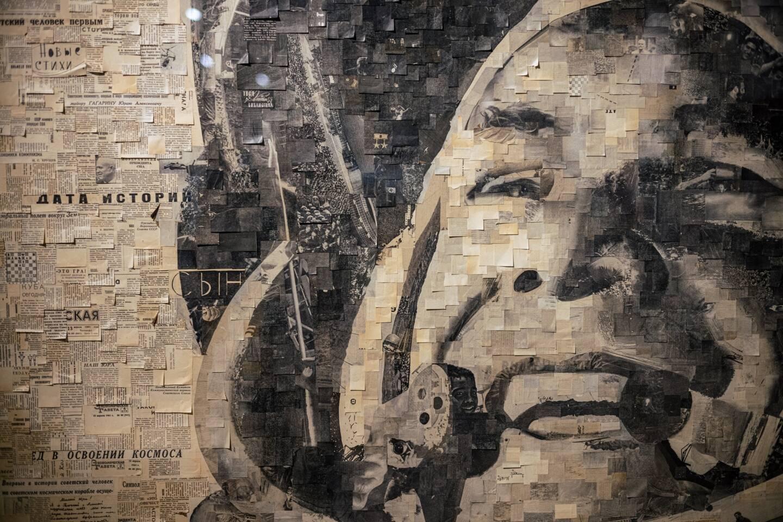 Un collage artistique hommage à Iouri Gagarine de Alexey Begak  La Russie célèbre lundi avec émotion l'anniversaire du premier vol dans l'espace réalisé le 12 avril 1961 par Iouri Gagarine, resté un héros national 60 ans plus tard et le symbole de la domination soviétique dans la conquête spatiale.