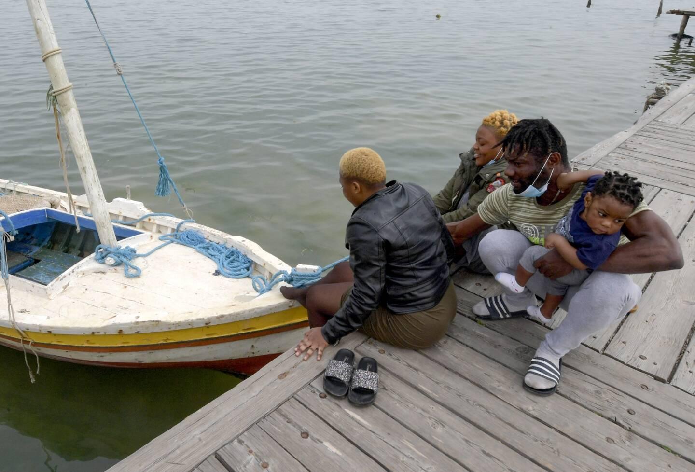 La traversée est risquée, mais pour ces migrants africains, aucun autre choix ne s'offre à eux.