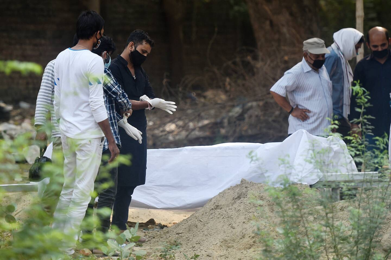 Selon les derniers chiffres du ministère de la Santé samedi, New Delhi a recensé 27.000 nouvelles contaminations et 375 décès dans les dernières 24 heures.