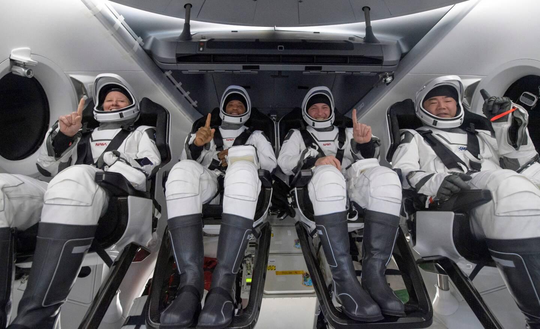 De gauche à droite: Shannon Walker, Victor Glover, Mike Hopkins, et le Japonnais Soichi Noguchi.