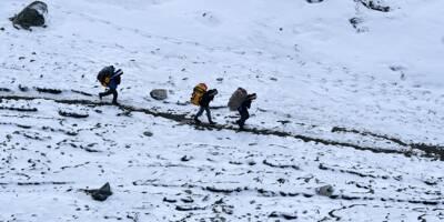 Deux alpinistes meurent d'épuisement après avoir gravi l'Everest