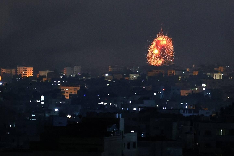 Nouvelle nuit de bombardements et de tirs de roquettes entre Israël et le Hamas.