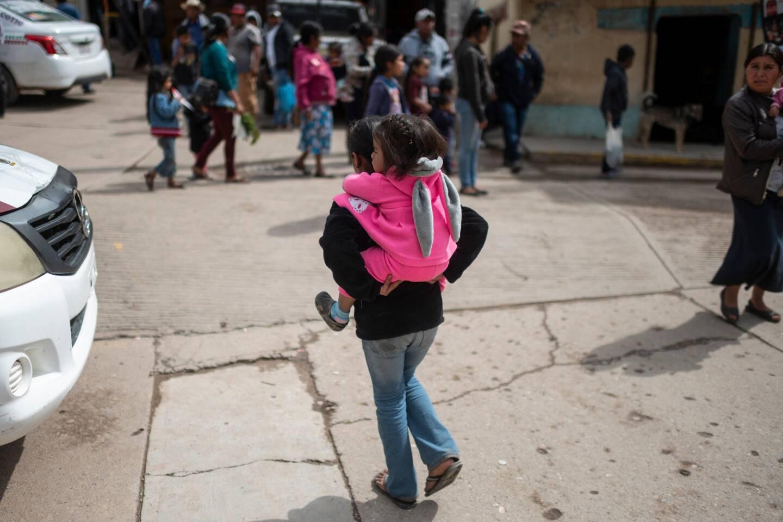 """Plus de 3.000 femmes âgées de 9 à 17 ans ont accouché l'année dernière à Guerrero, selon les chiffres officiels, qui ne précisent pas combien d'entre-elles ont été """"vendues"""" à leurs maris."""