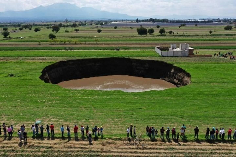 Un gouffre qui dépasse aujourd'hui 80 mètres de diamètre s'est ouvert samedi dans la ville de Santa Maria Zacatepec, située dans l'Etat de Puebla au Mexique.