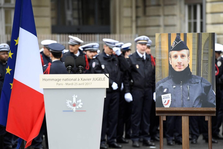 Le 20 avril 2017, peu avant 20h50, un Français de 39 ans, tirait à la kalachnikov sur un fourgon de police stationné en haut de l'avenue des Champs-Elysées.