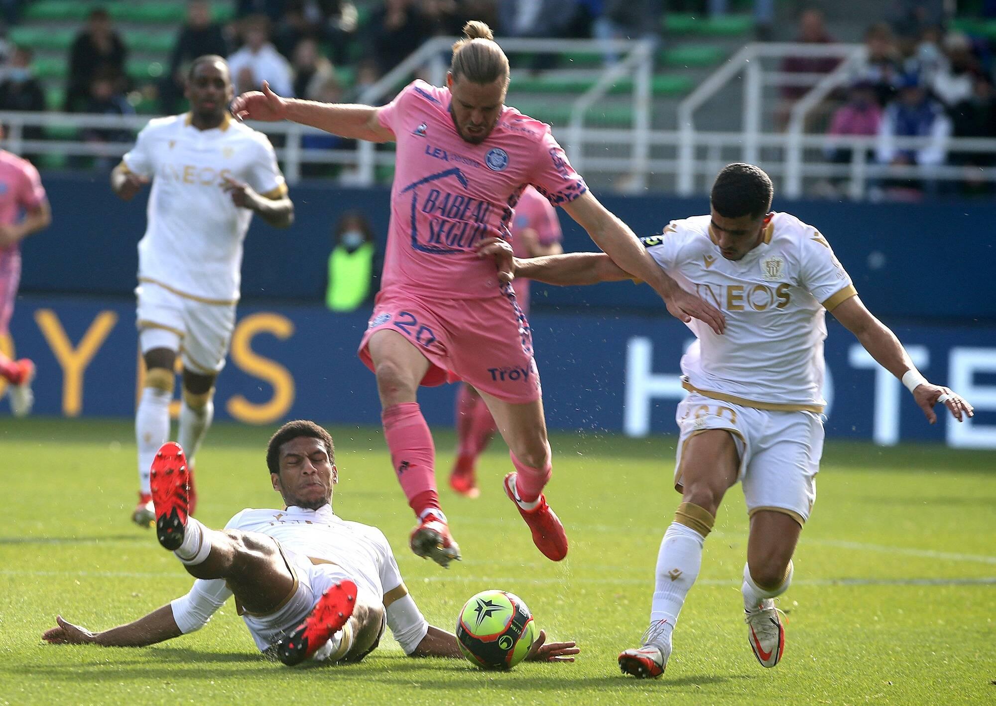 L'OGC Nice battu et décevant à Troyes (1-0)
