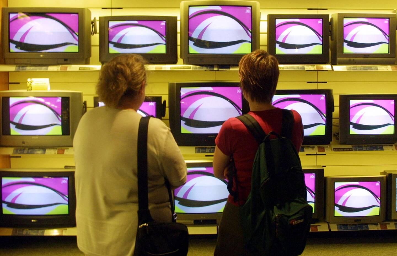 """Il y a 20 ans, """"Loft Story"""" débarquait sur les télés des Français, une révolution qui allait secouer le PAF avec son parfum de scandale. Depuis, la téléréalité a essaimé sur le petit écran, envahi les réseaux sociaux et séduit même les plateformes de streaming."""