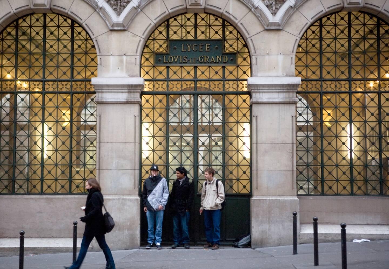 A Paris, le lycée Bonaparte est devenu Henri IV, le lycée Napoléon a pris le nom de Louis-le-Grand (sur la photo), le lycée Charlemagne n'a pas changé de nom et le lycée impérial Bonaparte a été rebaptisé Condorcet.