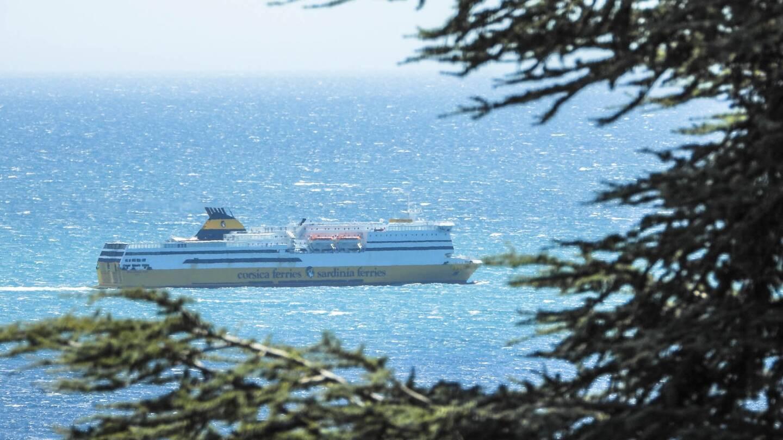 Le navire de Corsica Ferries est en standby depuis 13h30 devant le port de Nice, heure à laquelle il devait accoster.