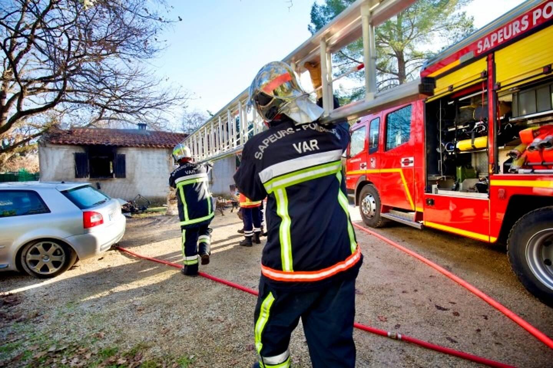 Au total, 14 sapeurs-pompiers ont été mobilisés avec deux engins de lutte contre l'incendie, une ambulance, un véhicule de commandement.