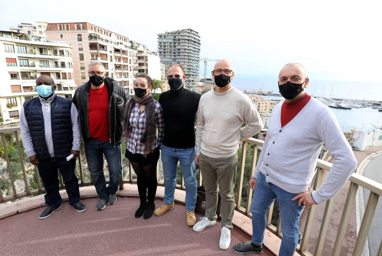 Les membres du Syndicat des hôtels-cafés-restaurants de Monaco, avec Olivier Cardot (en noir), secrétaire général adjoint de l'Union des syndicats de Monaco.