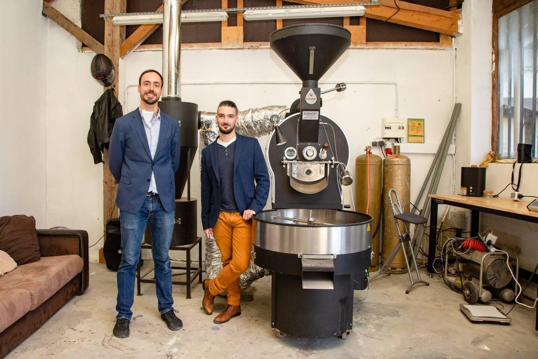 En attendant de pouvoir proposer des ateliers de dégustation, Clément Ribeaud et Aymeric Soubrouillard proposent leur café frais sur leur site en click & collect et dans les magasins bio du secteur.