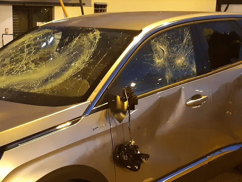 Le maire LR de Bron (métropole de Lyon), Jérémie Bréaud, a annoncé jeudi avoir fait l'objet la veille au soir d'insultes, de menaces physiques et de jets de projectiles, tandis que son véhicule était caillassé.