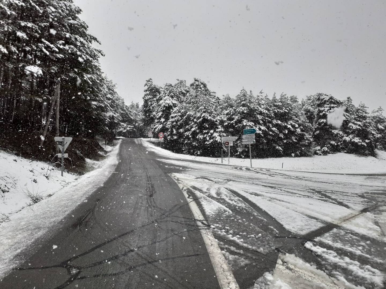 Les routes du haut-Pays ont été recouvertes d'un léger manteau blanc.