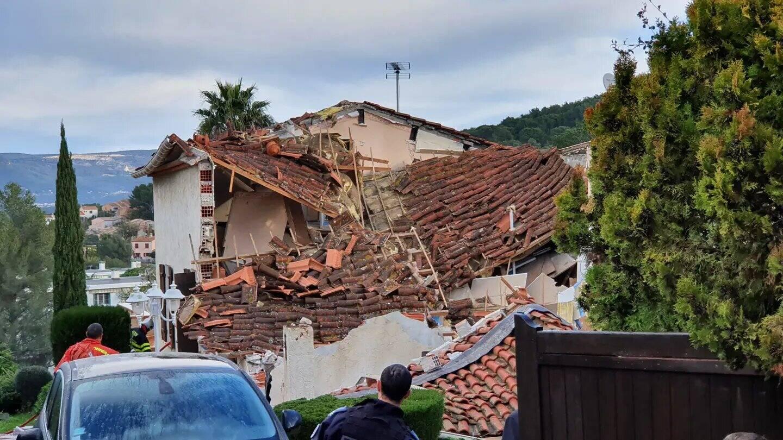 Le toit s'est effondré.
