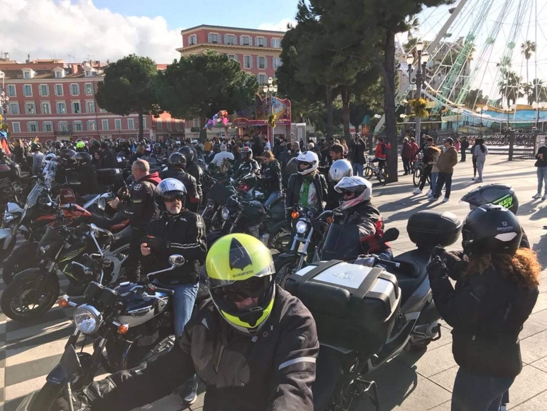 Bien aidés par leur machine, les motards ont fait entendre leur mécontentement à Nice.