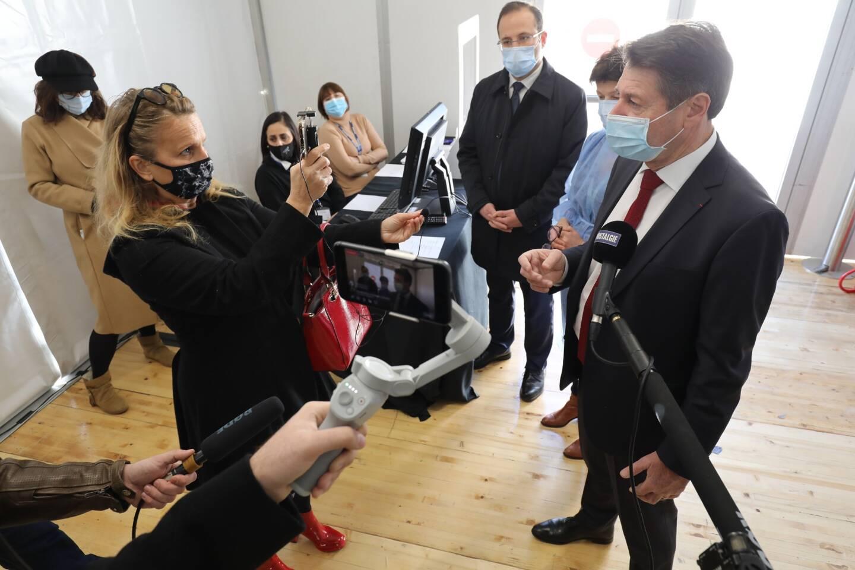 Après l'ouverture du centre de vaccination de la Rue Hancy à Nice, Christian Estrosi a visité, ce lundi, un nouveau centre de vaccination situé au Théâtre de Verdure.