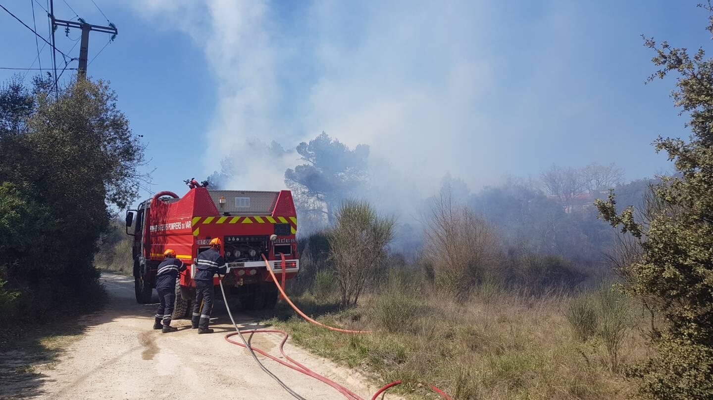 Une incinération de déchets verts non maîtrisée a provoqué l'incendie.