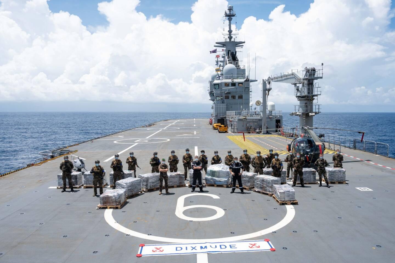 Du 2 février 2021 au 23 avril 2021, le porte-hélicoptères amphibie (PHA) Dixmude participe à la mission Corymbe dans le Golfe de Guinée. À cette occasion, il a intercepté dimanche le cargo Najlan à bord duquel 6 tonnes de cocaïne ont été saisies. La cargaison illicite, d'une valeur marchande d'un milliard d'euros, a été transférée à bord du PHA.