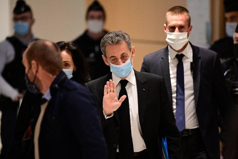 L'ancien président de la République Nicolas Sarkozy arrive au tribunal où il est jugé pour des accusations de corruption, à Paris le 7 décembre 2020.