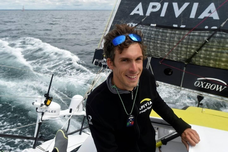 """Le skipper français Charlie Dalin, à bord de son monocoque """"Apivia"""", le 19 juin 2020 au large de Port-la-Forêt"""