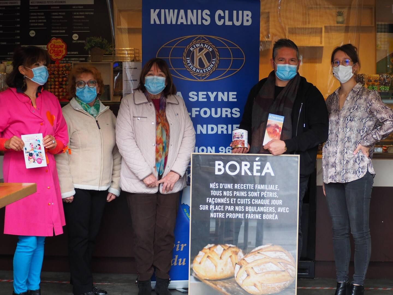 La boulangerie Boréa, comme d'autres commerces de la ville, accueille les tirelires des Kiwanis.