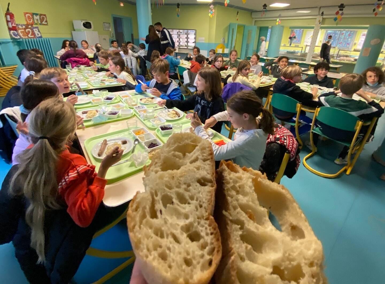 Les enfants se sont tout de suite aperçus de la différence avec le pain qui était servi auparavant.