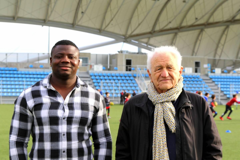 """Le coprésident Alex Massari accompagne """"Pascal"""" dans ses démarches. Ce Camerounais a le rêve d'être reconnu par un grand club de rugby."""