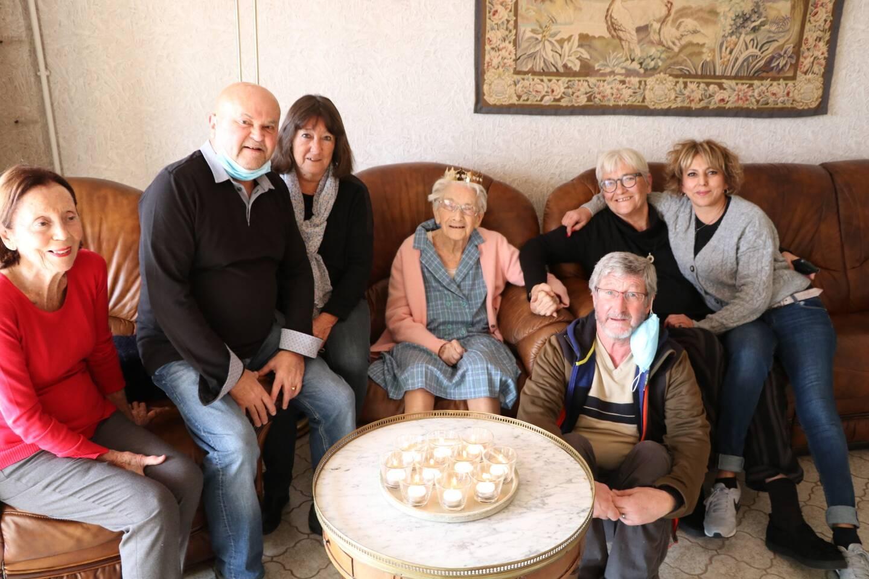 Émue, Yvonne a tenu à signaler qu'elle avait aussi trois petits-enfants (bientôt cinq d'ailleurs!) et une arrière-petite-fille.
