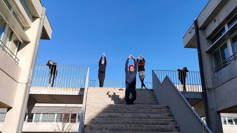 Du côté de l'UNSS, au lycée, on utilise les escaliers en guise de piste de danse…