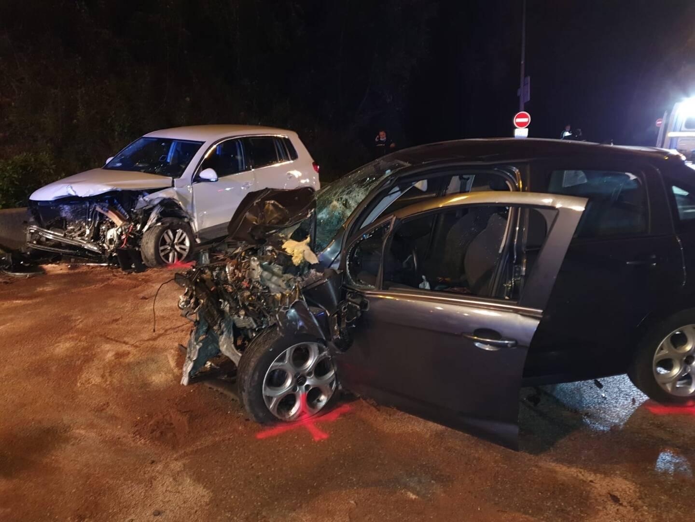L'avenue de Carimaï a été coupée à la circulation par les polices municipales du Cannet et de Mougins. À 22h20, l'axe était sur le point d'être dégagé.