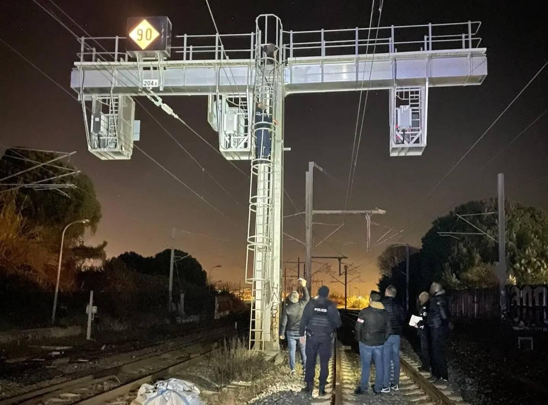 D'importants moyens ont été déployés pour raisonner et interpeller l'homme qui se trouvait sur les voies près de la gare d'Antibes.