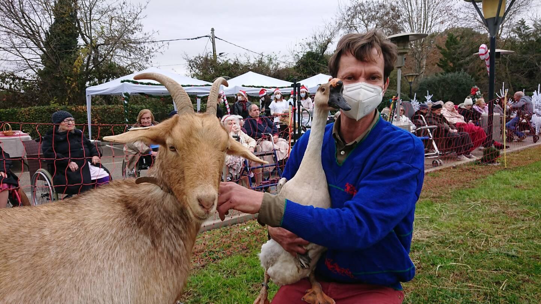 Poney, chèvre ou encore jars. Les animaux de la ferme ont enchanté l'après-midi des résidents de l'Ehpad Les Jardins de Saint-Paul, ce jeudi.