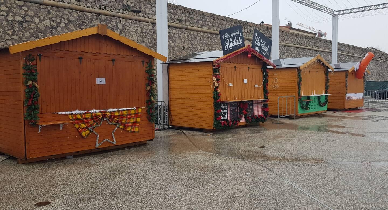 En raison des pluies qui ne faiblissent pas, la mairie d'Antibes-Juan-les-Pins a décidé de ne pas ouvrir ses différents sites d'animation de Noël.