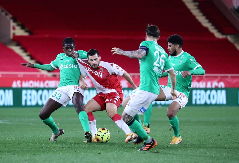 L'AS Monaco, réduit à 10, a été accroché par Saint-Etienne à domicile.