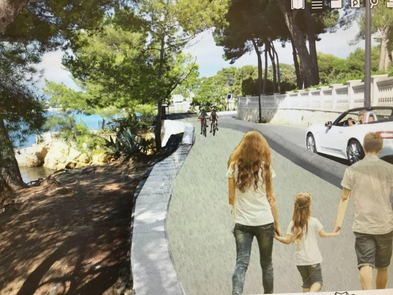 Dans cette projection, on voit que la promenade piétons-vélos est bien distincte de la voie de circulation, en sens unique.