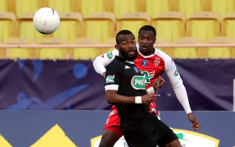 Comme c'est le cas cette saison en Coupe de France, Fodé Ballo-Touré est titulaire dans le couloir gauche de la défense. Caio Henrique jouera un cran plus haut.