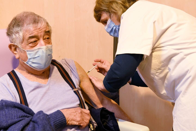 Un des premiers vaccinés à Brignoles.