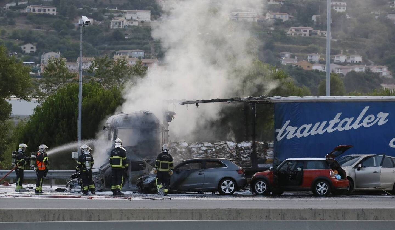 Le 19 juillet 2014, un 38 tonnes avait provoqué un incendie après avoir percuté des voitures au péage de Saint-Isidore. Deux personnes avait perdu la vie.