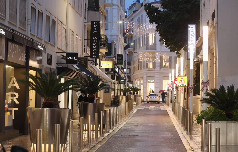 Une illustration du couvre-feu à Cannes.