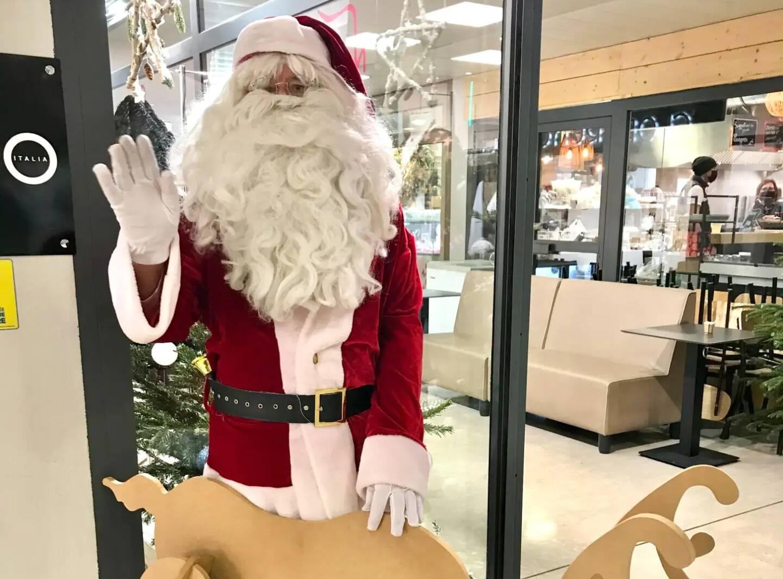 Le Père Noël recevra les dernières commandes jusqu'à demain, en fin de matinée.