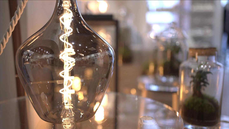 A l'intérieur de l'Atelier français, des produits réalisés par des artisans locaux permettent de valoriser le territoire.